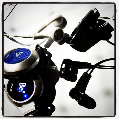 Usar earphones por mais de meia hora pode causar surdez precoce - post de hoje no @avidaquer