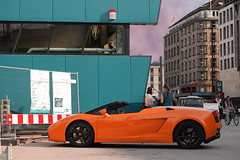 SantAgata Power (Nico Hrtel) Tags: sky people orange black rot bike lights spider us blu hamburg spyder lamborghini cabrio roadster frauen trkis lamborghinigallardospyder