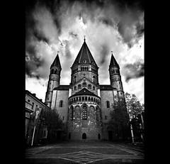 M1 (urline) Tags: blackandwhite bw church germany easter deutschland dom hauptstadt kirche wolke dome sw ostern mainz schwarzweis mayence urline rheinlandpflaz florianoehrlein