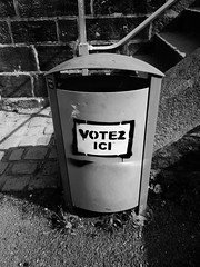 Votez ici (l3enjamin) Tags: blackandwhite bw white black france blackwhite garbage election noir noiretblanc president nb nicolas vote elections nico franois blanc sarkozy voter poubelle democratie lections noirblanc hollande urne lection sarko dmocratie prsident prsidentielles 21avril 6mai presidentielles flickraward geocity avot camera:make=canon exif:make=canon exif:focal_length=6mm exif:iso_speed=80 geostate geocountrys exif:model=canonpowershots90 camera:model=canonpowershots90 exif:lens=60225mm exif:aperture=20 voterici votezhollande votezsarkozy