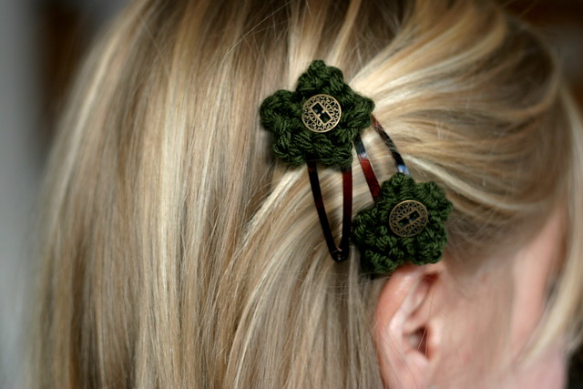 green hair clips