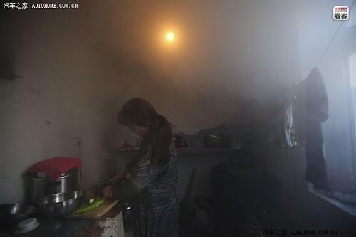 3月30日晚,郭伟明的妻子在厨房里做晚饭。郭伟明家里一子一女,儿子在大连上技校,女儿在哈尔滨读幼师。因为长年在外跑车,夫妻俩和孩子见面机会不多。