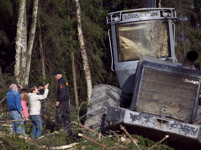 Ecological activists try to stop Khimki forest felling and clash with the security team of the highway builder