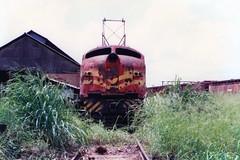 FPM1223 Locomotivas elétricas abandonadas (Fernando Picarelli Martins) Tags: usa locomotive ge railways generalelectric locomotiva sucata electriclocomotive rffsa ferrovias jundiaísp redeferroviáriafederalsa locomotivaelétrica classe2cc2 scrappedlocomotive