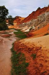 Fairy stream, Mui Ne (Nijule) Tags: red white yellow creek jaune rouge sand nikon sable vietnam valley asie blanc ocre muine valle ruisseau 2011 d90 fairystream flickrchallengegroup