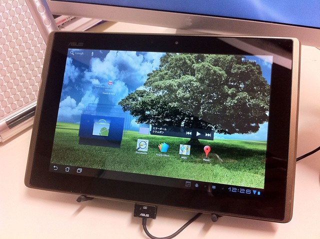 ASUS Eee Pad transformer with stand
