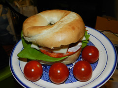 Bagel & cherry tomatoes