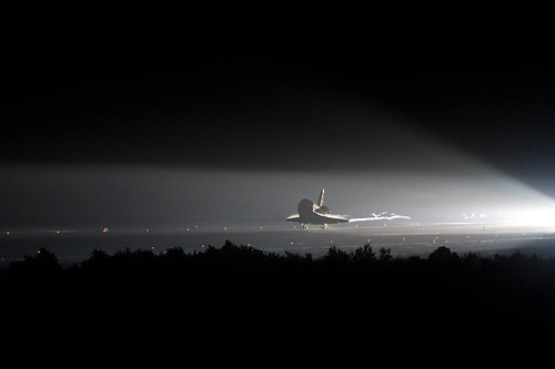 Endeavour STS-134 Lands (201106010001HQ)
