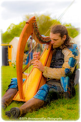 [2014-04-19@12.26.28a] (Untempered Photography) Tags: musician music history costume blurry medieval saturation instrument knight harp armour vignette reenactment chainmail livinghistory canonef50mmf14 perioddress platearmour gambeson mailarmour untemperedeye canoneos5dmkiii untemperedeyephotography glastonburymedievalfayre2014