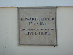 Photo of Edward Jenner white plaque