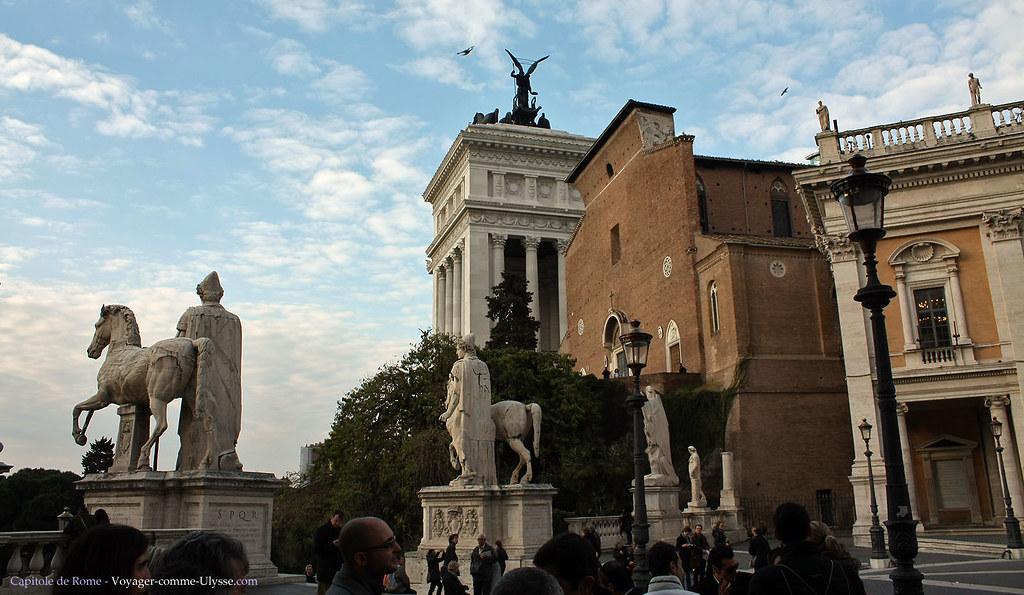 Les statues de Castor et Pollux, avec derrière la basilique Sainte Marie Aracoeli, et un bout du Vittoriano
