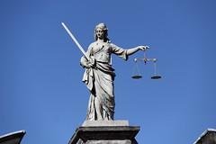 Statua della giustizia (andrea.prave) Tags: ireland dublin irish castle statue justice balance estatua castello statua dublino irlanda esttua irlande giustizia bilancia heykel