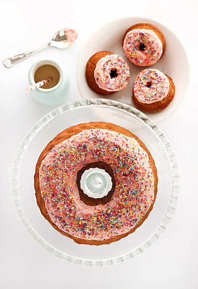 strawberry_donut_cake