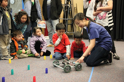 Justina demonstrating robots to the elementary school students