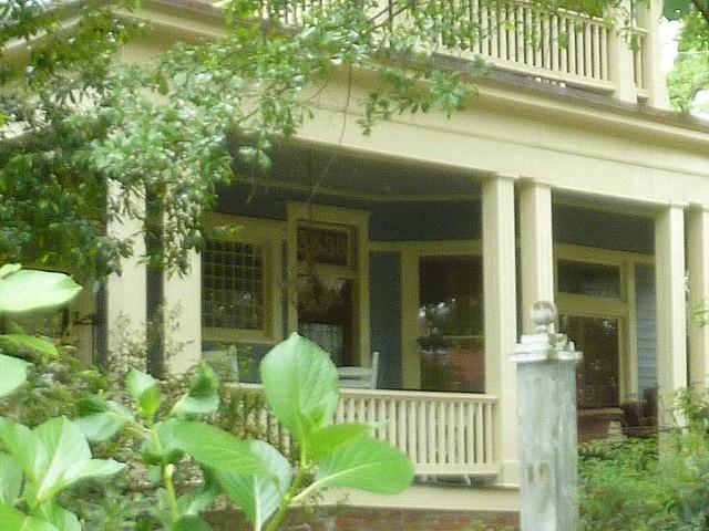 P1090882-2011-04-15-Hapeville-S-Funton-Ave-Column-Garden-Porch-detail-d