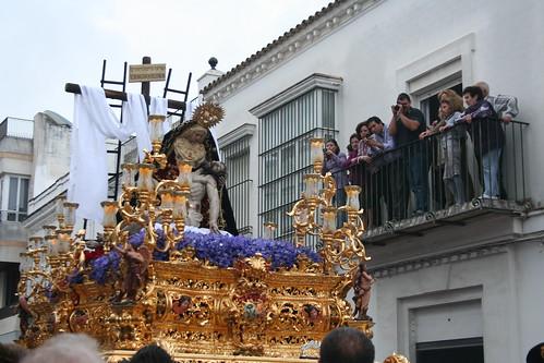 María Santísima de las Angustias con Nuestro Señor Jesucristo muerto en su regazo. Procesión Magna del Santo Entierro. Sanlúcar de Barrameda, Sábado Santo 2011