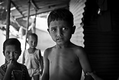 kids from shanty town 3 (SfumatoPhotos) Tags: leica india kid child m8 shantytown proverty childindia