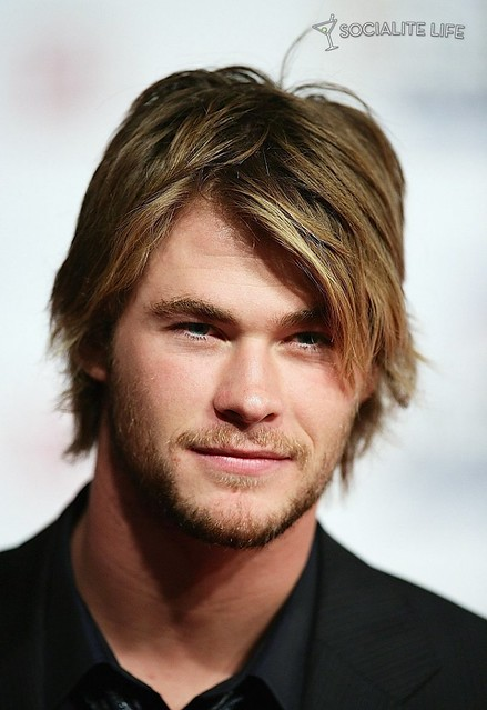 chrishemsworth-red-carpet-photos-05162009-29-820x1195