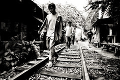 Walking on the railway - Sukhumvit Backyards - Bangkok
