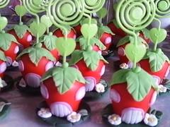 casa morango em biscuit (lollyart) Tags: eva biscuit infantil casamento enfeites festas maternidade lembrancinhas