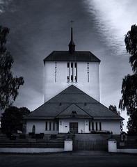 FujiFilm Monochrome #2 (Krogen) Tags: bw church norway norge blackwhite norwegen noruega scandinavia akershus romerike krogen kirke noorwegen noreg borgen ullensaker skandinavia svarthvitt svhv silverefexpro fujifilmx100