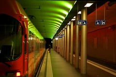 Bern RBS (Bephep2010) Tags: red macro green rot train catchycolors 50mm schweiz switzerland sony zug bahnhof railwaystation bern alpha 55 makro rbs regionalbahn grün sal50m28 slta55v regionaltraffic