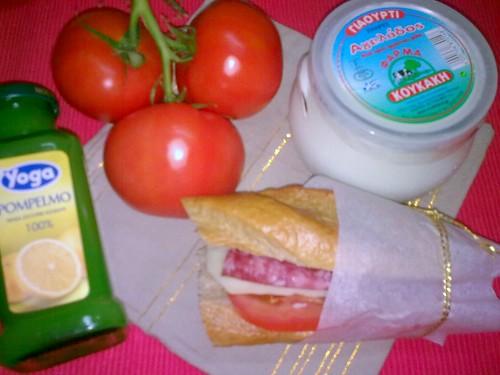 """Sandwich cu salam italienesc de la """"La Bunataturi"""""""