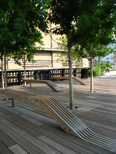 High Line, NYC: benches under trees