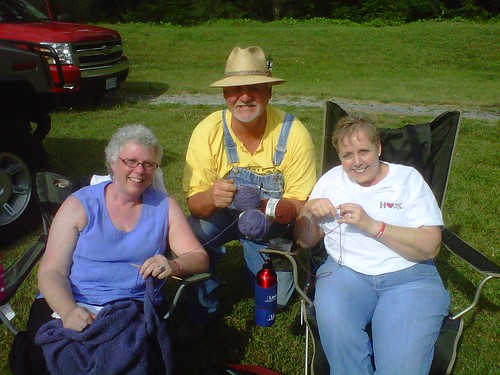 Cindy & Jeanie with Big Tom WWKIP