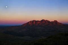 Mount Sonder during sunrise. (Mark Willemse) Tags: nature sunrise mount sonder mountain australia outback red morning landscape moon