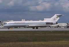 LAB - Lloyd Areo Boliviano Boeing 727-2K3; CP-1276@MIA, February 1989 (Aero Icarus) Tags: slidescan plane avion aircraft flugzeug boeing727 boeing727200