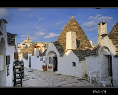Passeggiando per Alberobello (sirVictor59) Tags: italy nikon italia trulli puglia alberobello 10mm sirvictor59 fleursetpaysages mygearandme lélitedespaysages aboveandbeyondlevel1