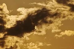 Sol y nube (Joaquim F. P.) Tags: sky cloud clouds nikon paisaje cielo nubes catalunya fotografia cambrils cloudscape nube catalua tarragona salou meteo meteorologa jfp costadorada costadaurada