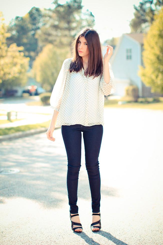 Lauren Conrad outfit, Indigo skinny jeans, Printed Blouse, LAMB sandals