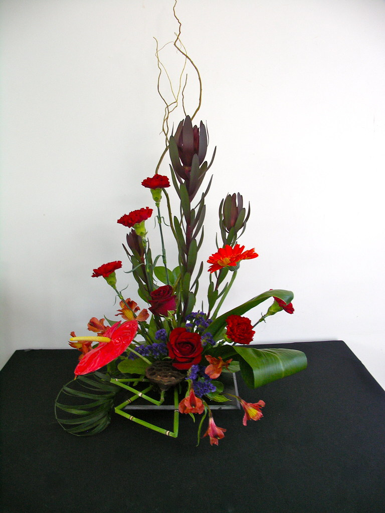 Contemporary floral arrangement for Contemporary table arrangements