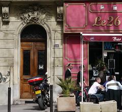 Marseille (Bouches du Rhne): 152 et 26. (Marie-Hlne Cingal) Tags: door france marseille puerta paca porta porte 13 tr bouchesdurhne sudest