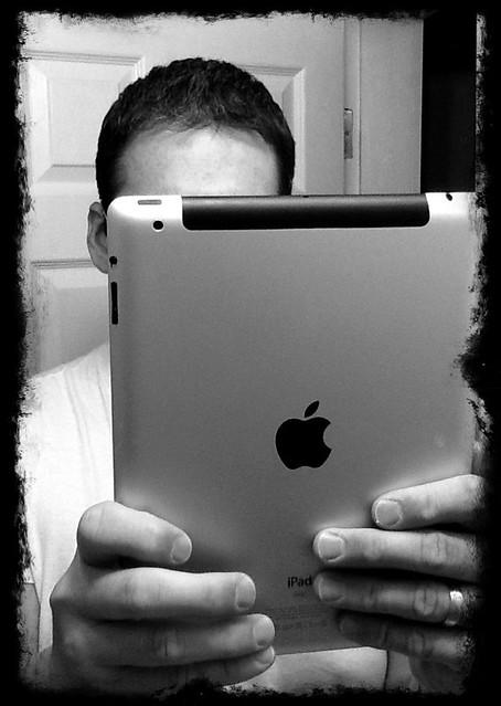 100/365 - April 10, 2011 - iPad 2 Self Portrait