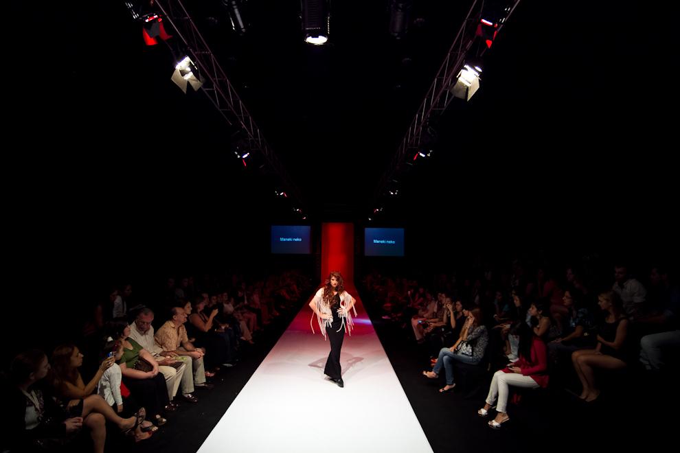 Una modelo posa ante las cámaras haciendo su destaque en uno de los tantos desfiles que presento el Asunción Fashion Week para el publico. (Tetsu Espósito - Asunción, Paraguay)