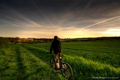 Sunset rider (Descliks2bretagne PHOTOGRAPHIE) Tags: sunset bike canon soleil nicolas rider campagne hdr vtt 1022 couch 450d lesourn descliks2bretagne ledilhuit