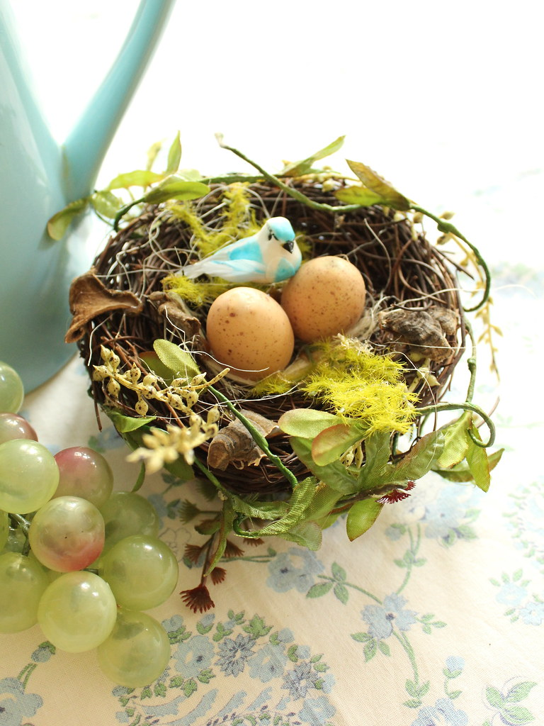 Easter table decoration - little bird nest