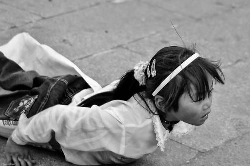 Tibet girl praying