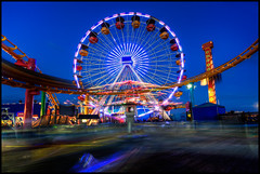 Santa Monica, California (szeke) Tags: california city urban usa us movement unitedstates santamonica ferriswheel pacificpark 2009 bluelight noiseware photomatix canon30d imagenomic pacificparkrides nikviveza2