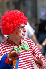 Just a clown (akk_rus) Tags: vienna wien street city people austria nikon europe candid nikkor osterreich  d80  nikond80 70300mmf4556gvr nikkor70300mmf4556gifedafsvr