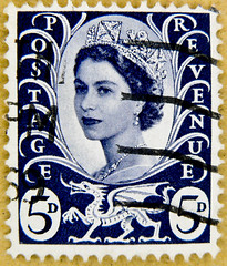 old stamp GB UK 5D (pence) predecimal wilding 5p 5d blue regional stamp dragon of wales queen QEII elisabeth royal pence penny elizabeth england uk great britain united kingdom postage revenue stamp 5d porto timbre bollo sello marke briefmarke stamp (stampolina) Tags: uk greatbritain blue portrait england azul postes unitedkingdom stamps 5 retrato royal queen stamp porto windsor crown blau portret timbre azzurro ingiltere commonwealth postage franco qeii  queenelizabeth anglia selo bolli queenelisabeth  sello wilding grossbritannien  briefmarken  markas   francobollo grandebretagne frimrker portr granbretaa timbreposte francobolli bollo   pullar  znaczki      grbretanha frimaerke  azzur   commonwealthofnations   yupio  blyegek postacreti postestimbres