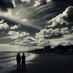 ordinary day (Franco Marconi) Tags: italien sea people blackandwhite bw italy white seascape black beach water backlight clouds pen lens landscape lumix europe mediterraneo italia gallery day mood walk g olympus paisagem panasonic 17 pancake 20mm cinematic  olympuspen landschaft asph marche  paesaggio franco agora controluce marconi ordinary deepavali ascoli ep1 pemandangan landskap   piceno marenostrum f17 aspherical 2011 m43 grottammare  landslag mft ordinaryday innamoramento micro43 microfourthirds mzuiko olympusep1 penep1 20mmf17 lumixg20mmf17 francomarconi lumixg20mm panasonic20mmf17 g20mmf17 skancheli