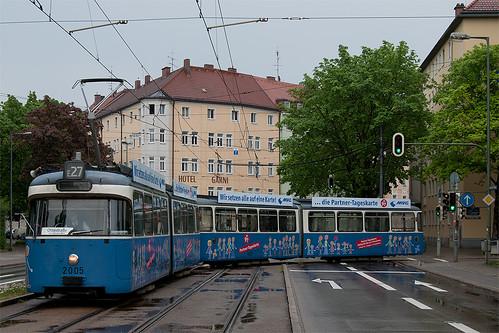 Das andere Streckenende, der andere Wagen: 2005 wendet am St.-Martins-Platz
