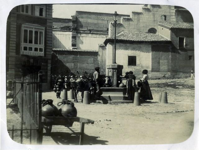 Plaza del Padre Juan de Mariana en junio de 1905. Fotógrafo anónimo. Colección Luis Alba. Ayuntamiento de Toledo