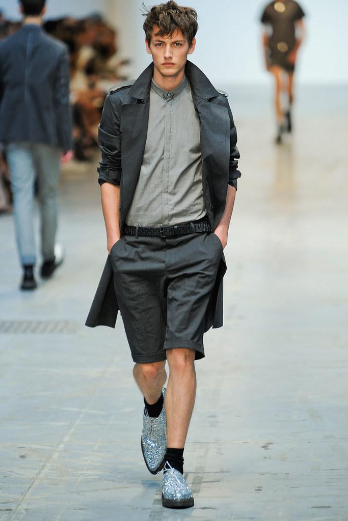 SS12 Milan Costume National Homme017_Jakob Hybholt(VOGUEcom)