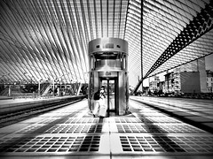 (Magdalena Roeseler) Tags: street strassenfotografie sw streetphotography bw monochrome architecture candid olympus calatrava