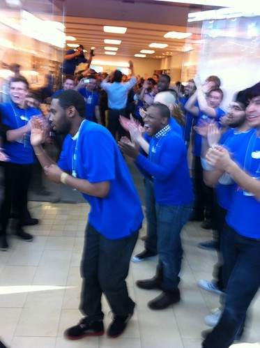Opening up the store for the iPad 2 launch